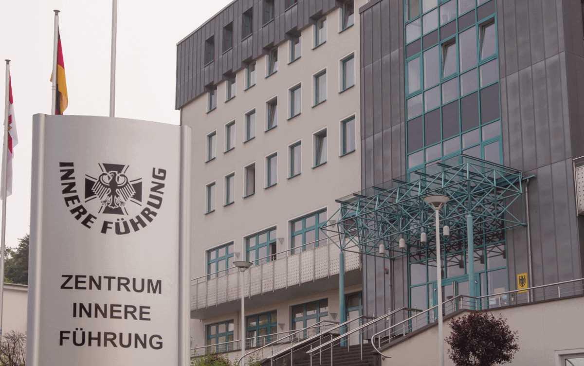 Atdhedashuria - Qendra Ushtarake Koblenz Gjermani