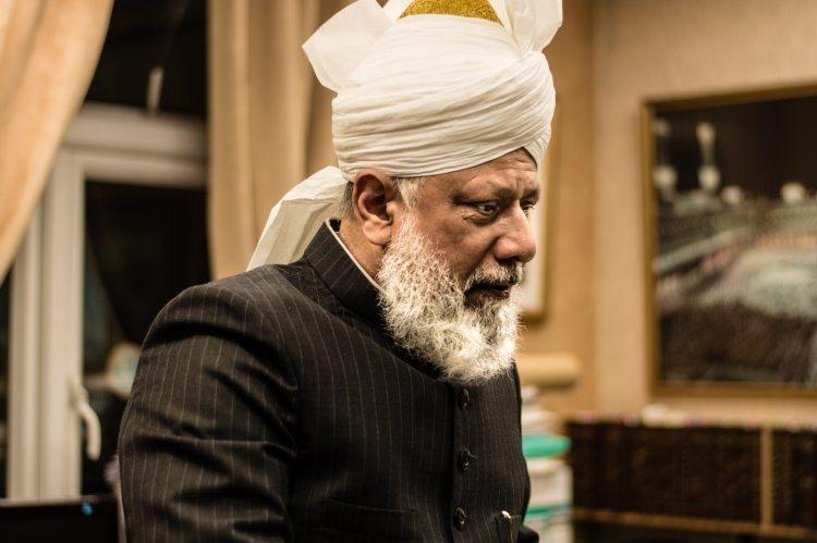 Kalifi ahmedian ka një mesazh për të gjithë