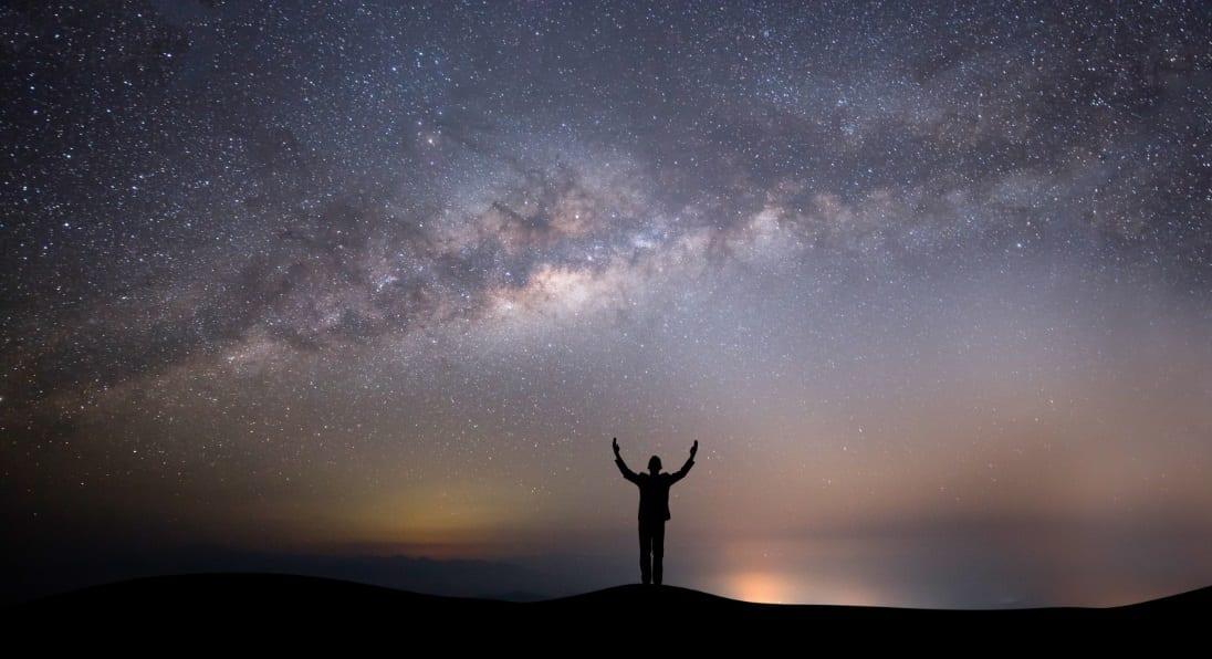ekzistenca Zoti njeriu a ekziston zoti