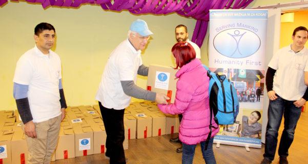 Humanity First i Mali Zmaj u zajedničkoj adventskoj akciji, pakete hrane, siromašne obitelji, hrana