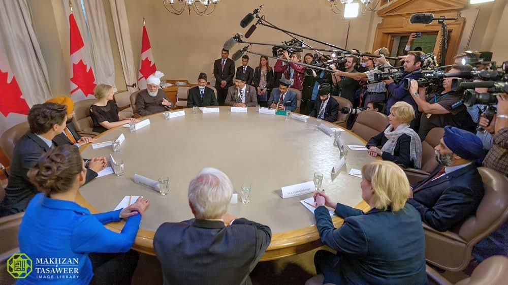 2016-10-17-ca-parliament-002